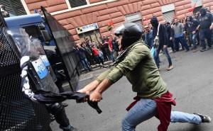 Scontri Genova: denunce a 26 manifestanti