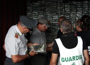 Farmaci pediatrici contraffatti sequestrati al porto di Genova