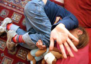 Abusi sessuali su bambina di 10 anni, arrestato 65enne di Sarzana