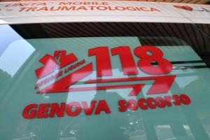 Ipovedente precipita da scale e muore a Genova