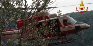Genova, l'elicottero Drago del Reparto Volo soccorre coppia di alpinisti