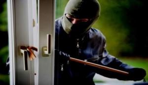 Evade dagli arresti domiciliari e va a rubare: arrestato