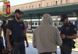 La Polizia individua in stazione gli autori di un furto avvenuto il giorno prima in spiaggia a Voltri