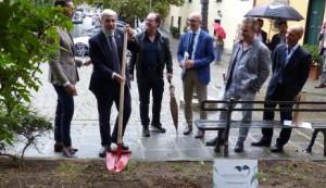 Genova: circa mille metri quadrati di giardini e aiuole curati da una azienda privata in collaborazione con Aster