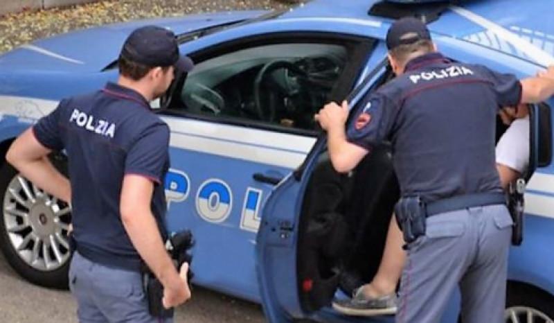 Ruba all'Oviesse capi d'abbigliamento: arrestato