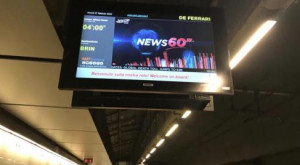 Metropolitana, in attesa del treno si guarda la tv