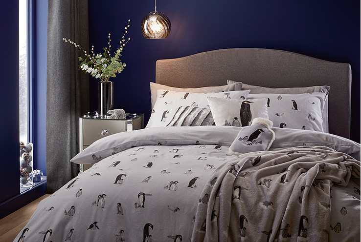 Spread the festive cheer into the bedroom. Shop Christmas bedding