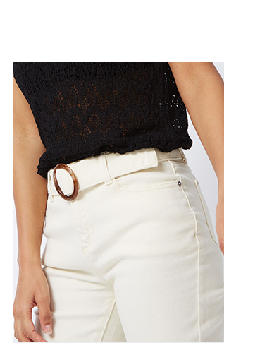 Style these cream cropped denim jeans with a black top for easy style points