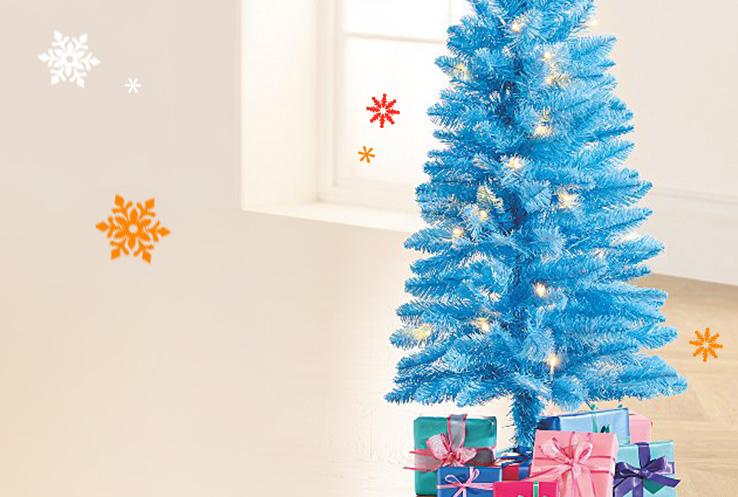Grab the baubles and hit the lights! Shop Santa's Vacation Christmas range