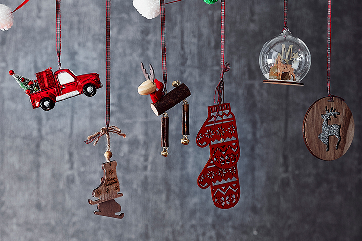 Christmas season is in full swing, meaning it's time to decorate your home for the festivities.