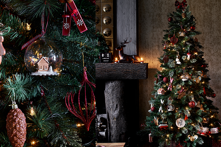 The stakes are high with Christmas tree shopping, our in-depth guide will give you valuable insight in choosing between a real or artificial tree.