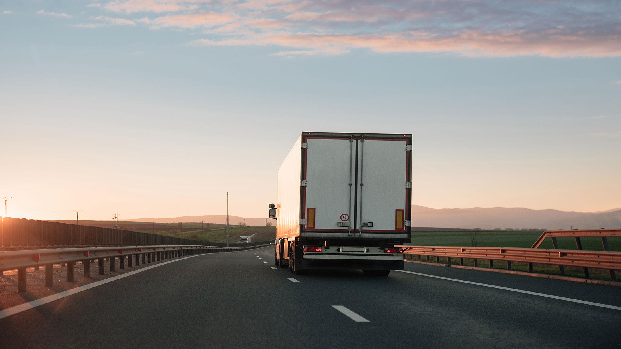 image-d'un-camion-sur-la-route