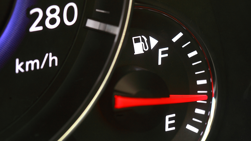 Fuel gauge that depicts fuel in a vehicle