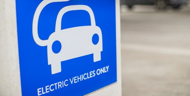 Blue sign that says electric vehicles only