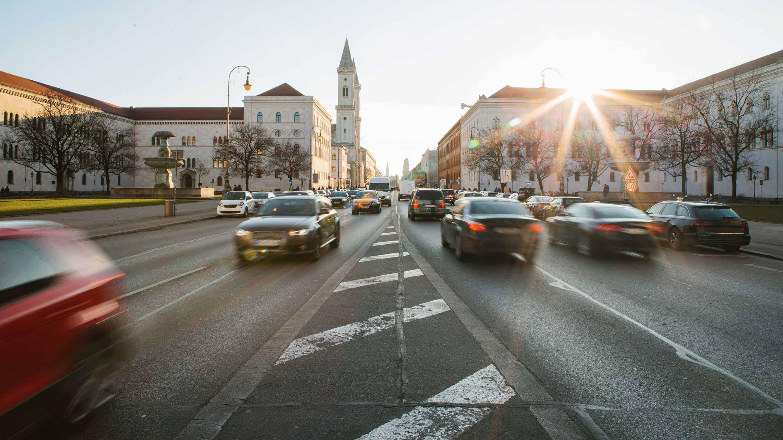 Foto del traffico di Leopold strasse di Monaco