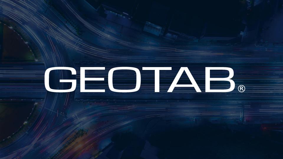 Geotab logo und dunkler Hintergrund