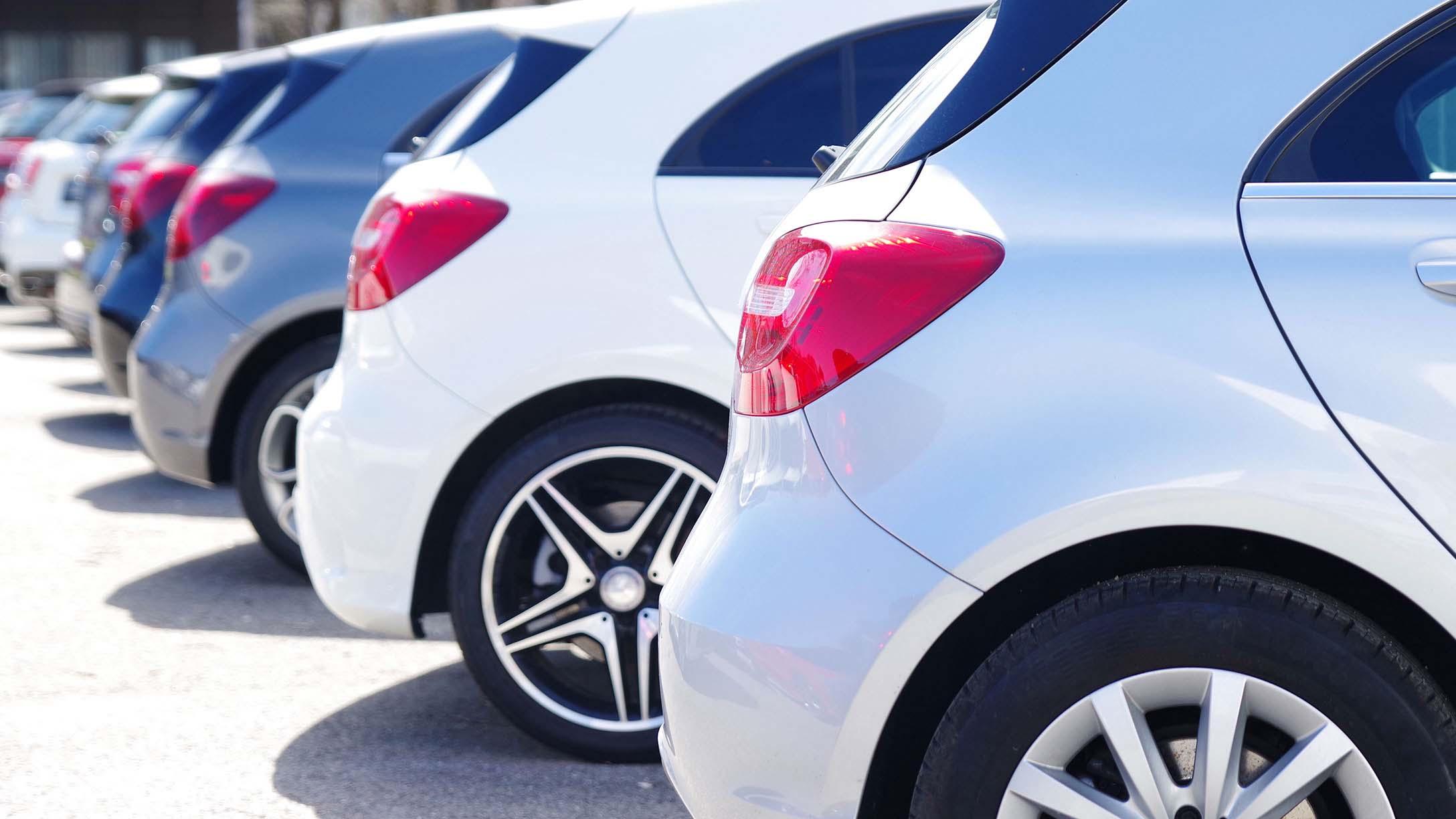 Auto in leasing parcheggiate