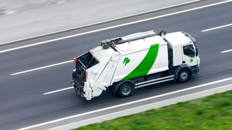 Arrière de camion à ordures vert et blanc