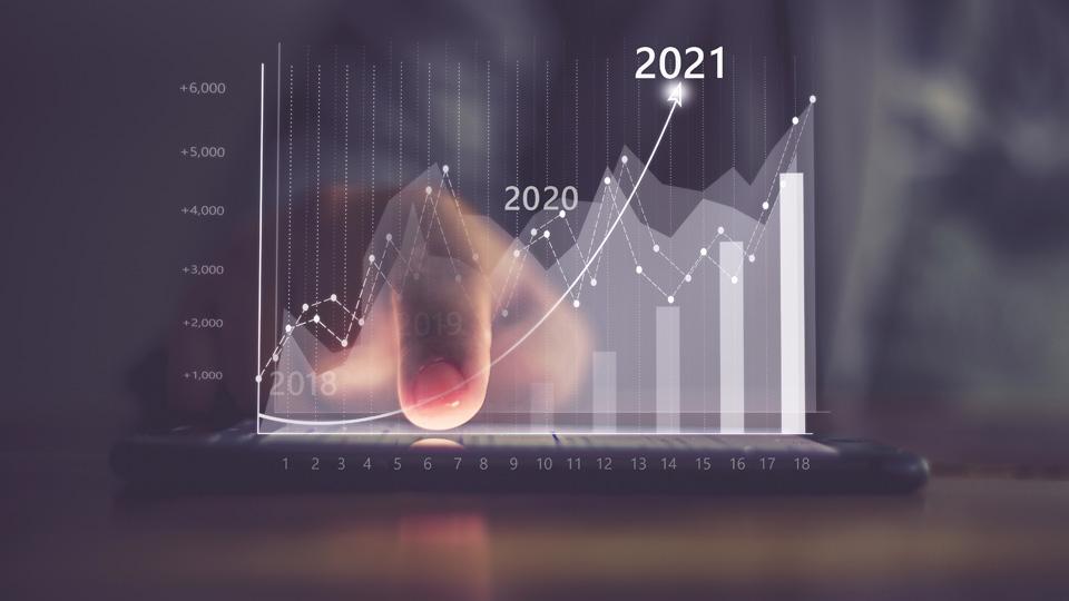 Grafica que sale de un móvil y muestra datos de 2021