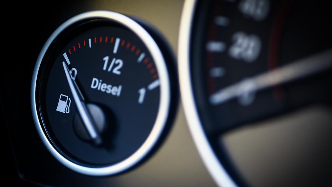 Indicazione del carburante diesel sul cruscotto