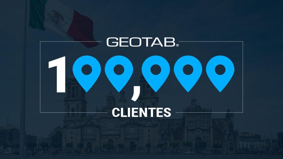 logo de Geotab con background obscuro y numero 100,000