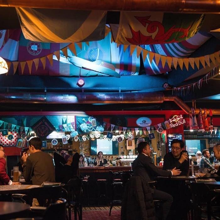 4 Фото интерьера Harat`s pub