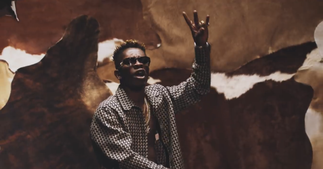 Shatta Wale causes stir at voter registration centre [ARTICLE]