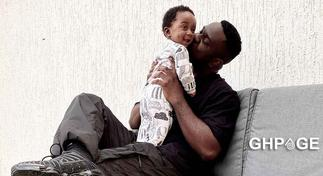 Sarkodie and his son MJ pose for the camera; fans say they look alike