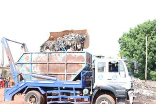 Residents of Nyohani South get relief as Sanitation Ministry begins national refuse evacuation exercise