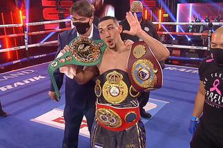 Lopez beats Lomachenko to become undisputed champion