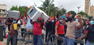 Used fridge importers to hit the streets if government fails to reconsider ban