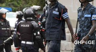 Guns of 2 Policemen malfunction in gunfight as they fail to stop robbery