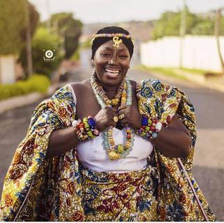 Akumaa Mama Zimbi Ditches Her DSTV Dish Headgear- Drops Regal PHOTOS To Celebrate Her Birthday