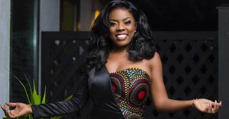 Nana Aba Anamoah Finally Gets A Job For University Graduate Selling T-Roll In Traffic » GhBasecom™
