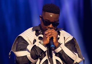 Sarkodie Earns Maximum Respect From Entertainment Pundits Across The World After His Killer Verse On Khaligraph Jones' Song- Watch Video » GhBasecom™