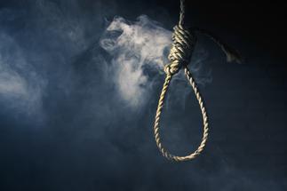 E/R: Farmer commits suicide on his farm