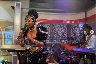 Ghanaians Bow To Efya's Greatness After Her Masterpiece On UTV » GhBasecom™