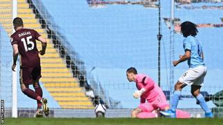 Ten-man Leeds beat Premier League leaders Man City