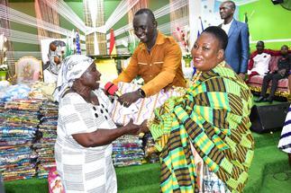 Kasapa FM's Apostle Agyenim Boateng donates items worth GHC70,000 to 700 widows
