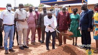 Akufo Addo cuts sod to build an Award house