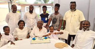 Hammer of The Last Two poses with his lookalike father in family photo to mark Father's Day ▷ Ghana news