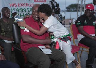 Mahama Is Papa No, I'll Prove It If You Don't Shut Up – Angry Mzbel Vows After NDC Follower Triggered Her – GhanaCelebrities.Com