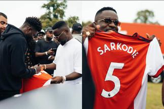 Thomas Partey Surprises Sarkodie With Customized Arsenal Jersey At Ghana Party In The Park