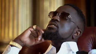 Sarkodie Goes On 'Gifting Spree' As He Gifts Kofi Jamar, Camidoh, Amerado And Other Arts Stuff In UK » GhBasecom™
