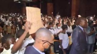 Pupils storm DR Congo parliament over teachers' pay