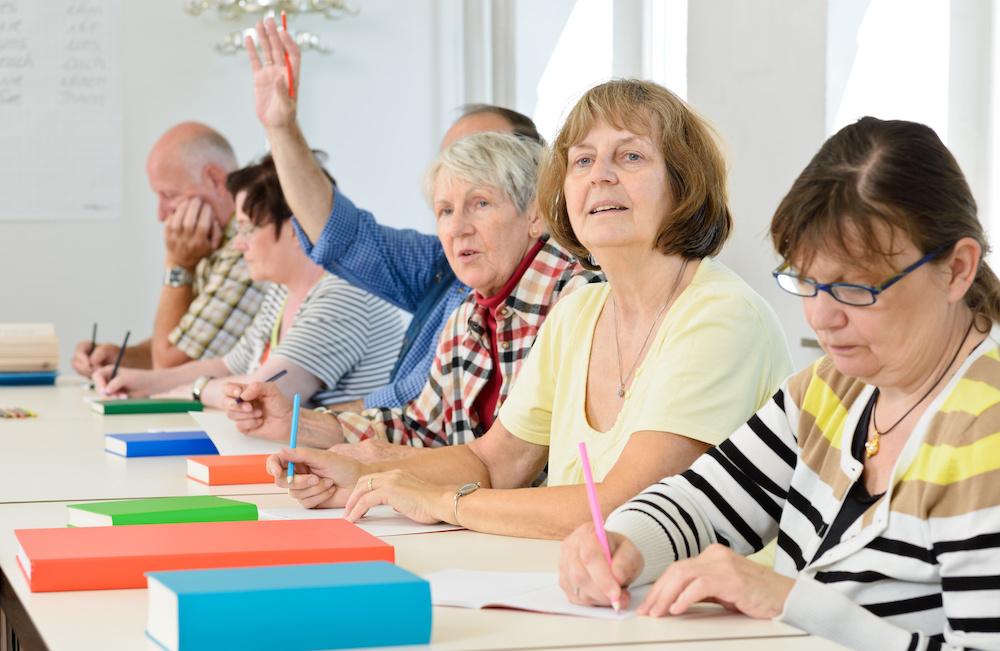 Edukacja osób starszych – na to zwróć uwagę wybierając zajęcia dla swojego podopiecznego