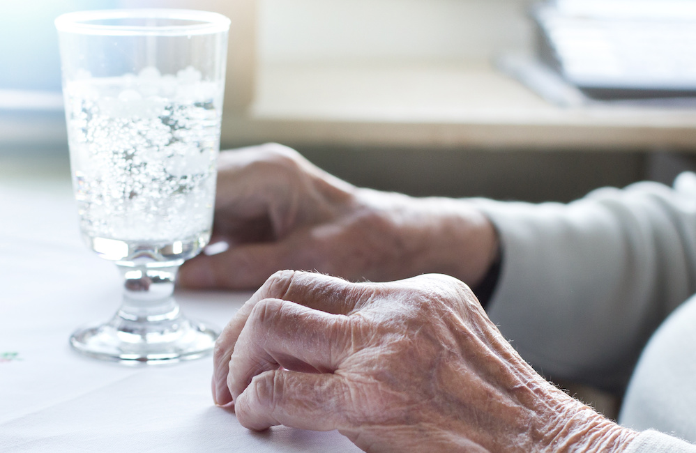 Jak rozpoznać odwodnienie u osoby starszej?