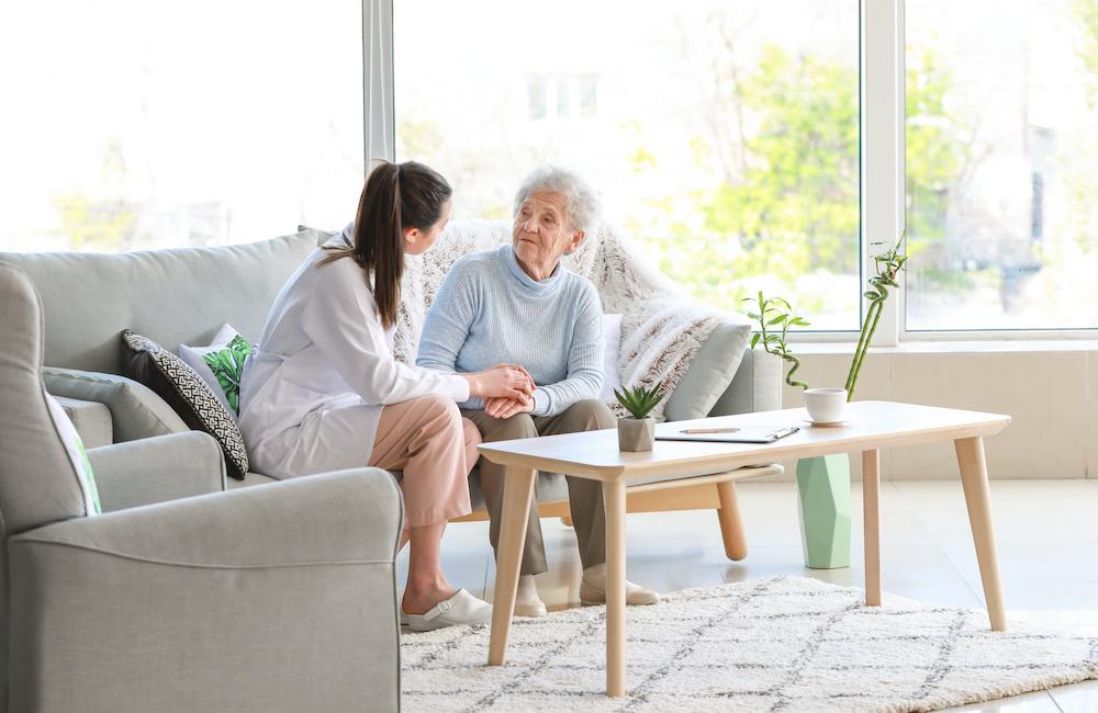 Chcesz być opiekunką osoby starszej? Zasługujesz na godne warunki pracy.