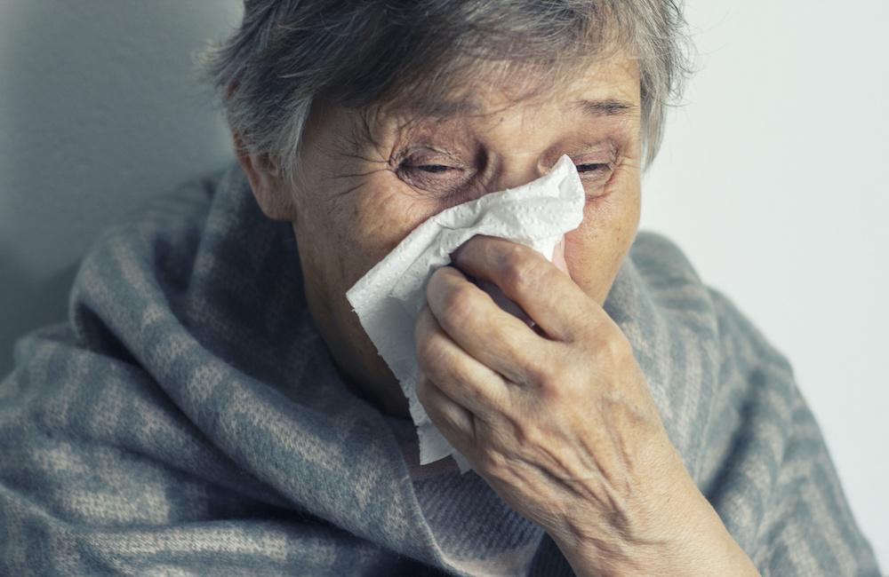 Grypowe problemy u osób starszych. Kiedy senior choruje…