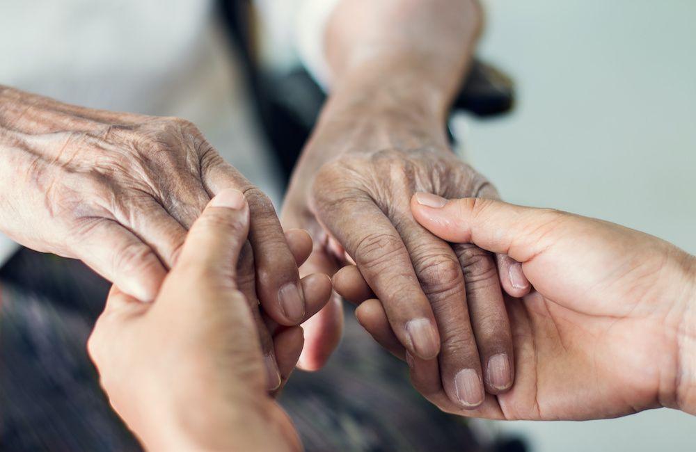 Formy opieki nad osobą starszą – którą wybrać?